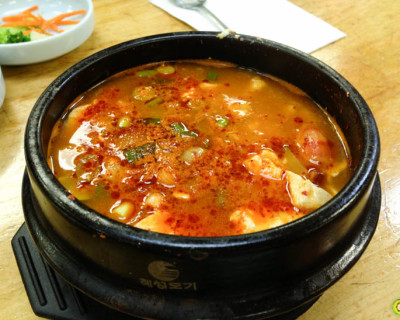 <strong>Seoul Doogbaegi:</strong> Hot Pot? Nope, Just Hot Soup!