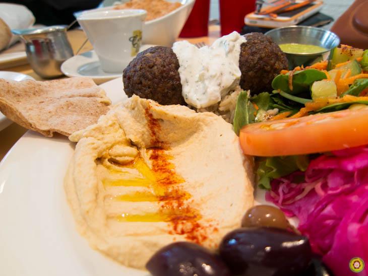 Hummus & Olives