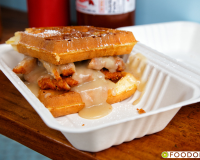 <strong>Yolks Food Cart:</strong> Chicken &#038; Waffles