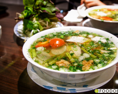 <strong>Hoang Yen:</strong> Vietnamese Fish Cake Noodles